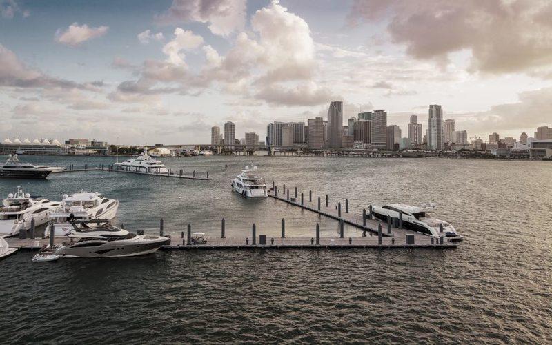 Hafen von Miami mit Blick auf City Skyline