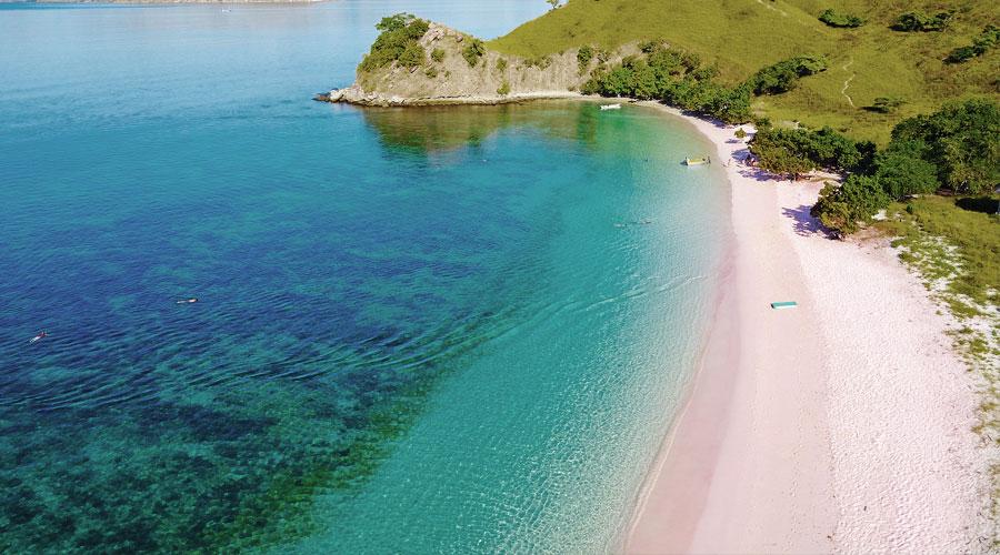 Pinker Strand auf Flores Island, Indonesien