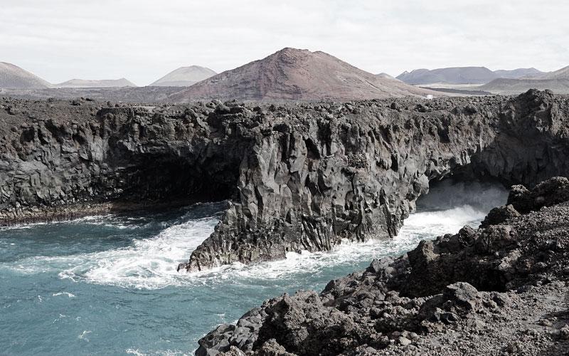 Kanaren Kreuzfahrt nach Lanzarote - hier: Die Vulkanfelsen an der Küste