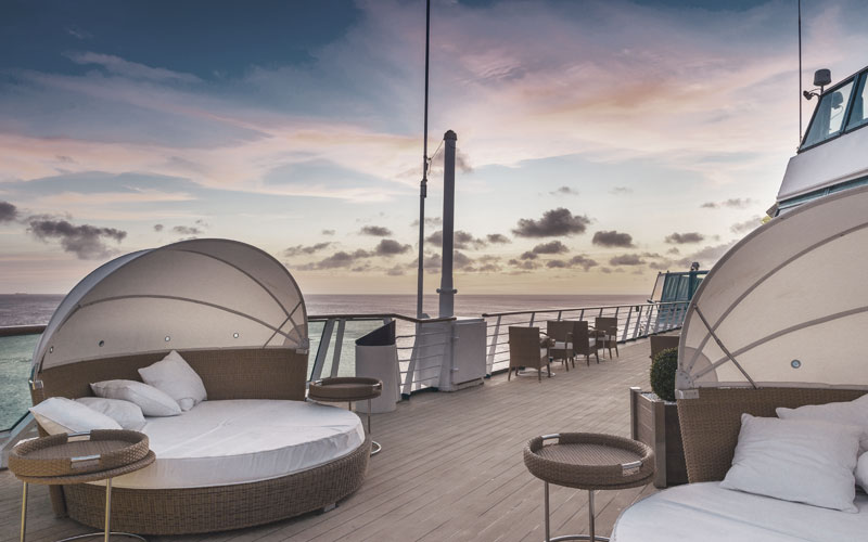 Exklusives Sonnendeck des Pullmantur The Waves Programms