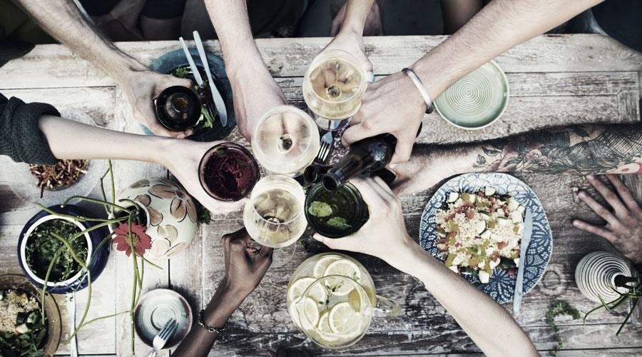 Kulinarische Kreuzfahrten bestehen auch daraus zu lernen, wie ein Dinner optisch ansprechend präsentiert wird