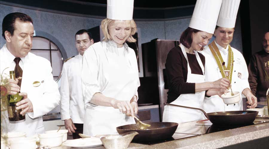 ScholarShip@Sea : Gemeinsames Kochen im Culinary Arts Workshop