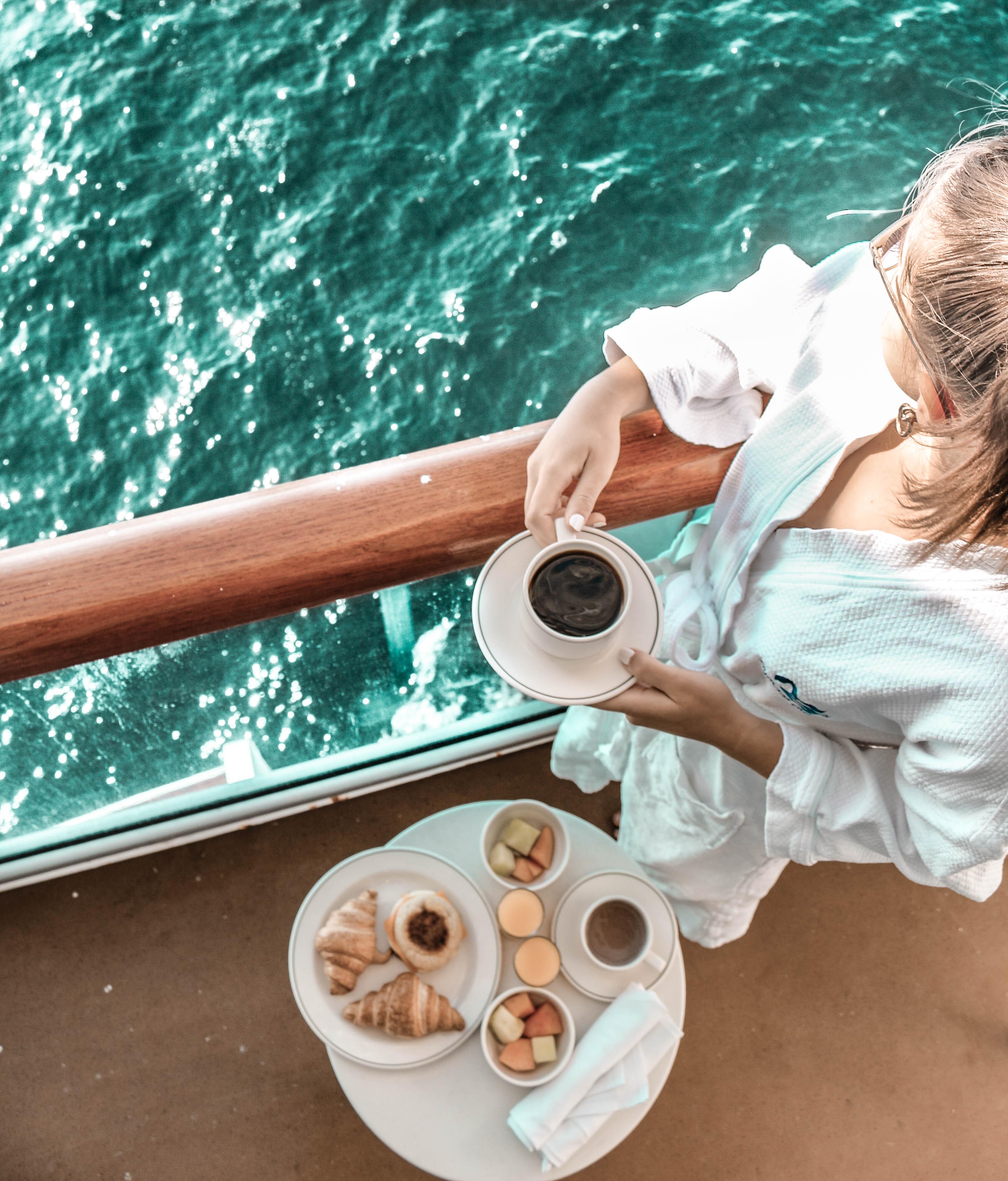 Anna-Maria von Cruisechannel entdeckt den Komfort einer Balkon-Kabine auf der Regal Princess