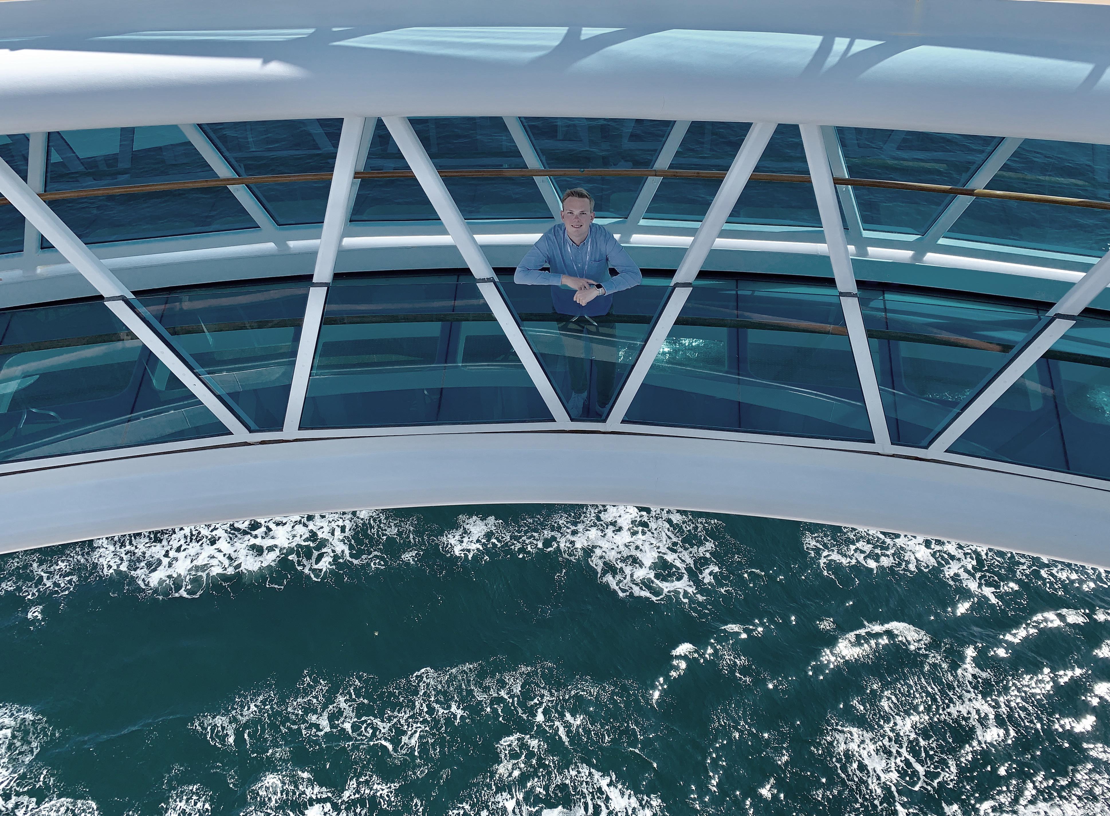 """Fabian Betzendahl, """"Kreuzfahrturlauber"""", entdeckt den SeaWalk auf der Regal Princess"""